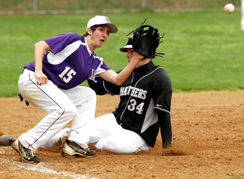 Caedon Saltis, right, and Strath Haven may just slide into a Central League title. (Times Staff / ROBERT J. GURECKI)
